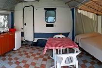 camping-gardasee-kite-wohnwagen-mit-markise-garsonier-03