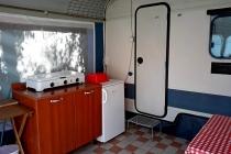 camping-gardasee-kite-wohnwagen-mit-markise-garsonier-04