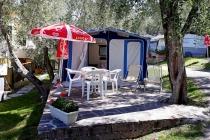 camping-gardasee-kite-wohnwagen-mit-markise-pizzini-01-1