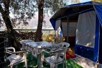 Roulotte arredata in affitto sul lago di Garda caravan Bellini esterno